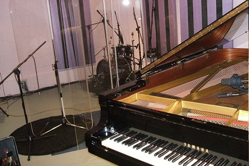Black Grand Piano for Hire